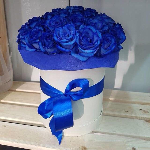 Синие роза в коробке