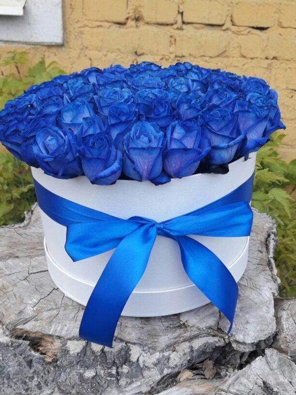 41 синяя роза в шляпной коробке