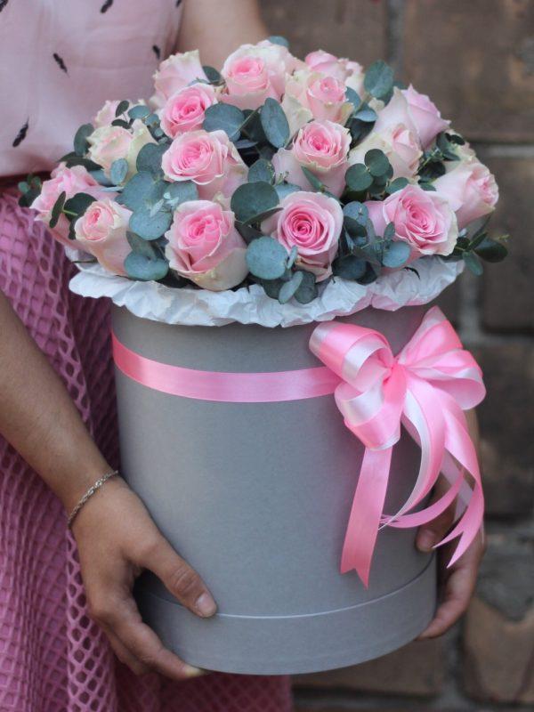 Кенийская роза в эвкалиптом в коробке
