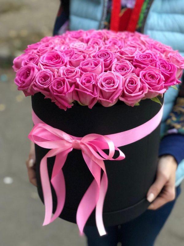 51 розовая роза в черной коробке